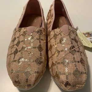 Toms Brand New Rose Gold Give Size 6!
